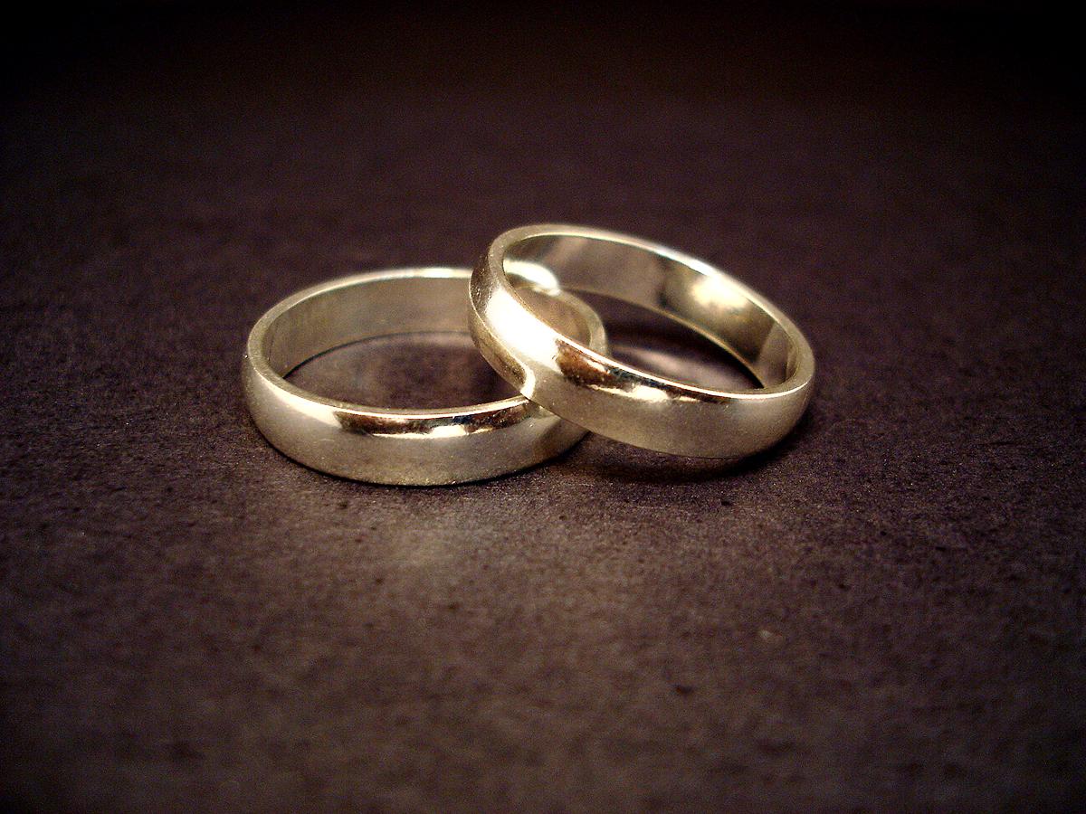 http://37stories.files.wordpress.com/2009/01/wedding-rings.jpg