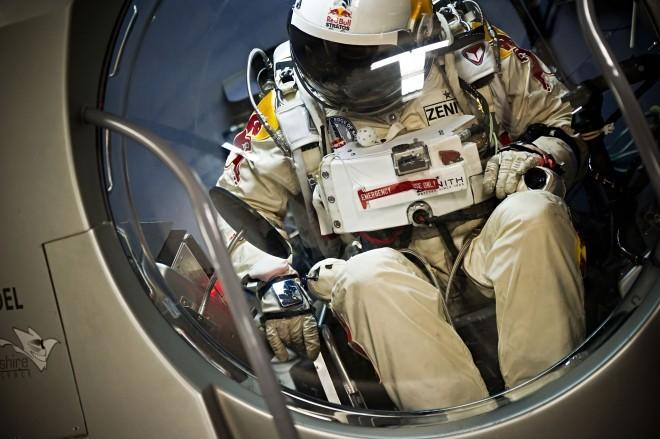 Felix-baumgartner-red-bull-stratos-capsule-01-660x439